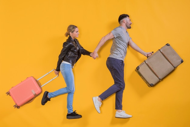 Couple floating with a trolley Free Photo