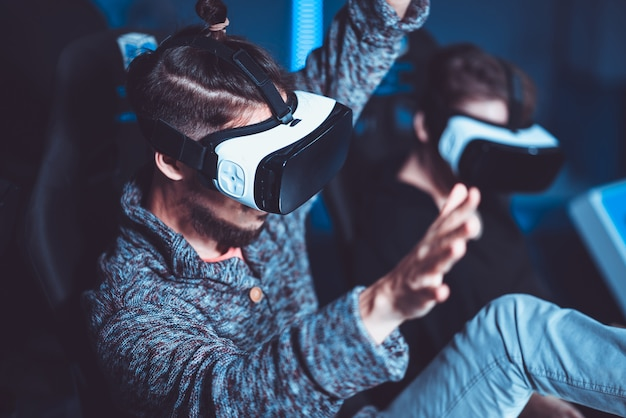 A couple having fun at the cinema in virtual glasses with special effects Premium Photo