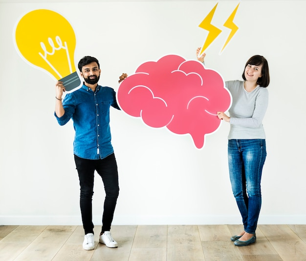 Couple holding brain and light bulb icon innovation and idea concept Premium Photo