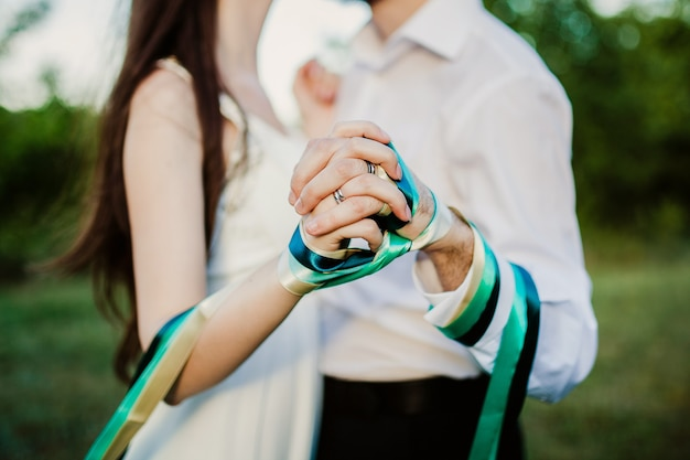 Couple holding hands tied up with ribbon Premium Photo