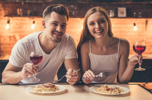 Couple is having a romantic dinner Premium Photo