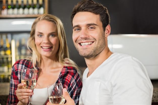 Couple looking at camera Premium Photo
