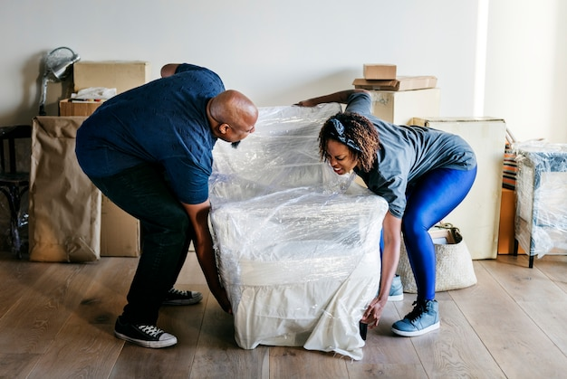Couple moving into new house Free Photo