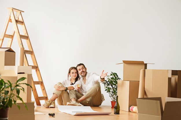 Couple moving to a new home. Free Photo