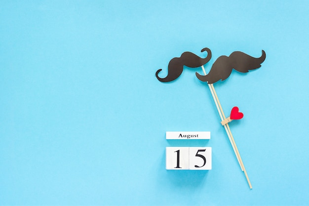 Couple paper mustache props, calendar 15 august. concept homosexuality gay love. international gay day Premium Photo