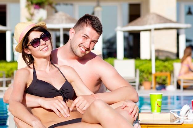 Coppie che propongono vacanze Foto Gratuite