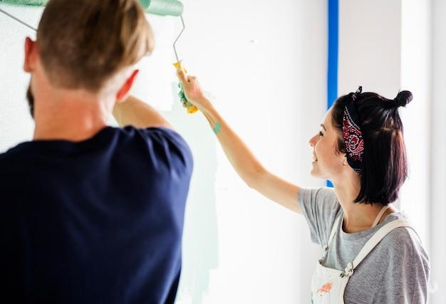 Couple renovating the house Free Photo