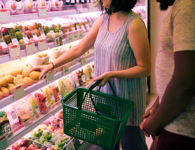 Couple shopping at a supermarket Free Photo