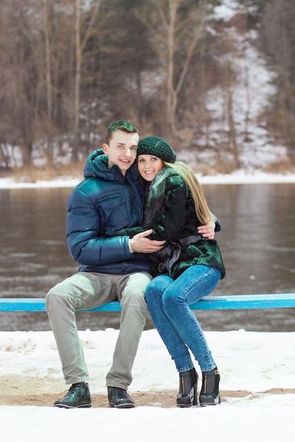 Couple sitting on a bench Premium Photo