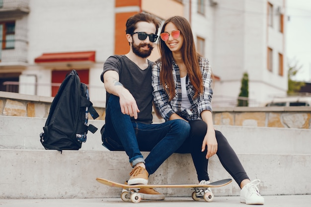 Couple sitting in a city Free Photo
