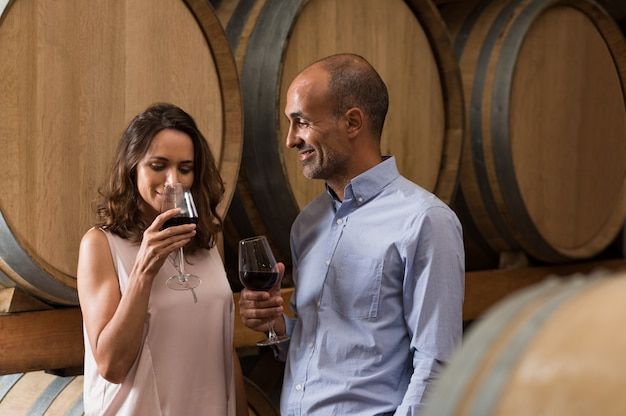 Couple tasting wine Premium Photo