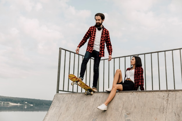 Couple together on skate ramp Free Photo