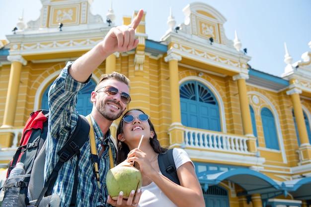 Couple tourist backpackers enjoying traveling in bangkok city thailand Premium Photo