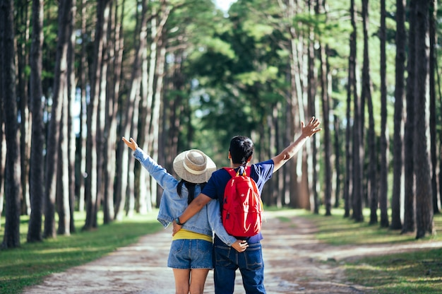 A couple traveler in pine forest Premium Photo