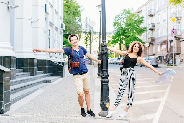 Couple on vacation in city Free Photo