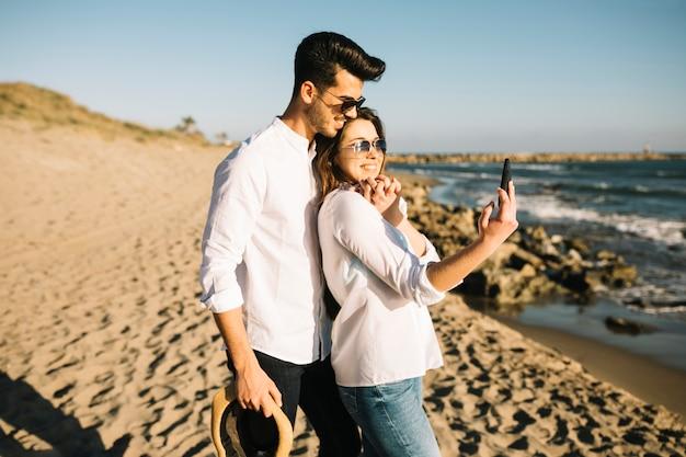 Couple walking on the beach Free Photo