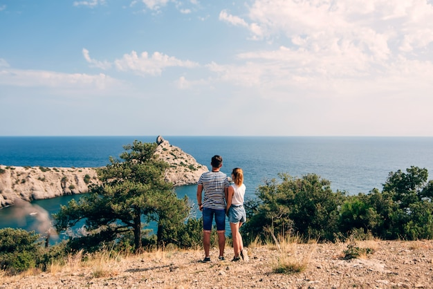 Couple of young people embracing on a journey on a summer day Premium Photo