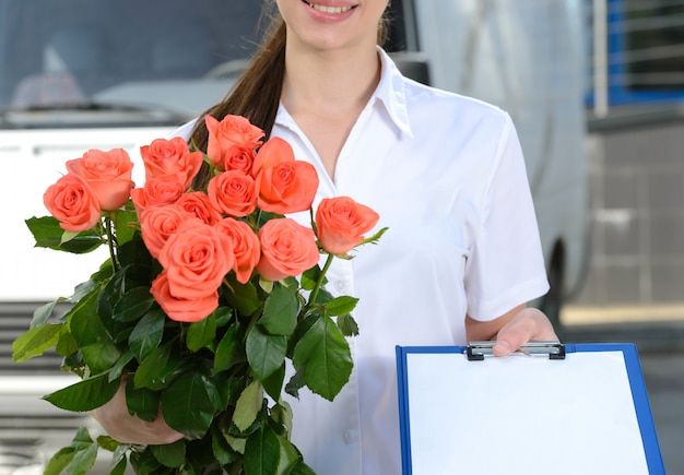 Courier delivery flowers Premium Photo