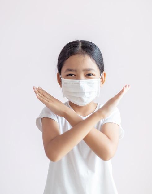 インフルエンザの流行、コロナウイルスまたはcovid-19および病気の概念 Premium写真