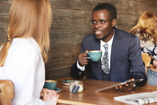 Coworkers sitting in cafe dressed formally Free Photo
