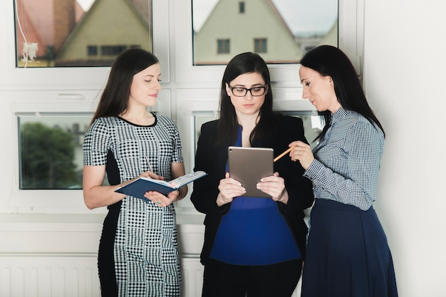 Coworkers with tablet in hall Free Photo