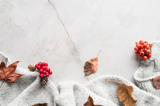 Уютный шарф на треснутом фоне Premium Фотографии