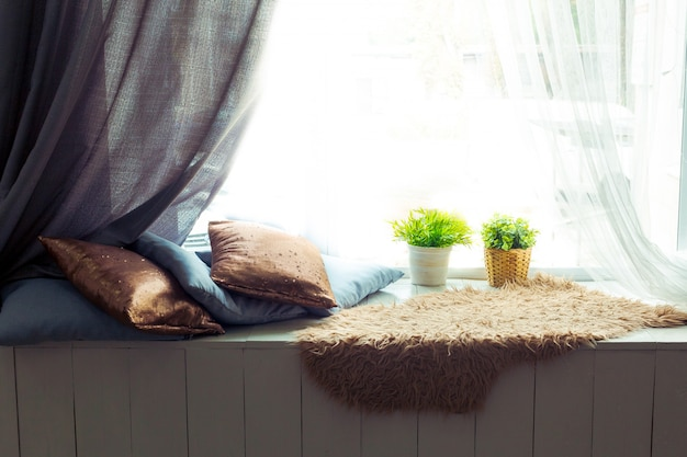 Cozy window seat with cushions Premium Photo