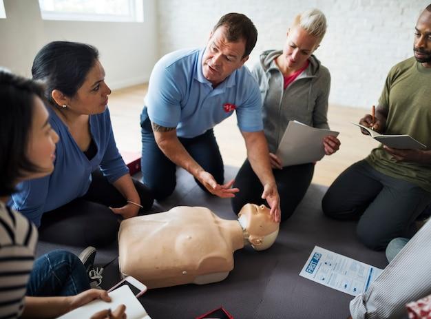 Cpr first aid training class Premium Photo