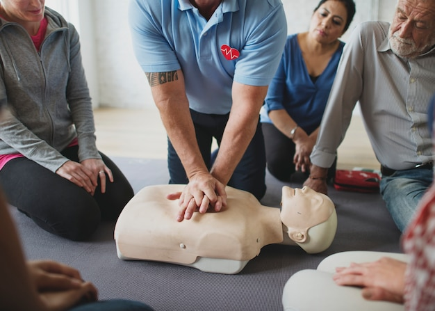 Cpr first aid training class Premium Photo