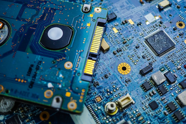 コンピュータ回路のcpuメインボードのエレクトロニクスデバイス:ハードウェアとテクノロジーの概念。 Premium写真