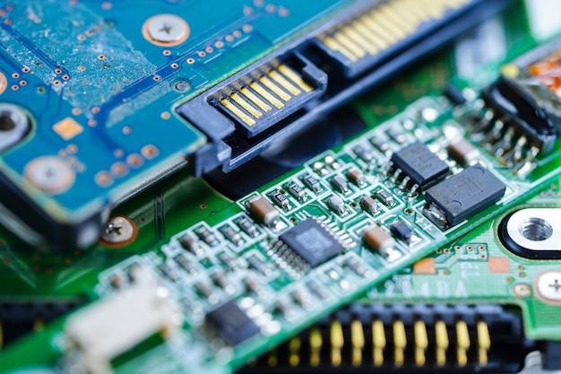 コンピュータ回路cpuメインボード電子装置:ハードウェアと技術の概念 Premium写真