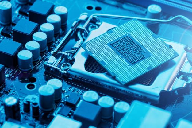 マザーボードコンポーネントのメンテナンスコンピューターcpuハードウェアアップグレード Premium写真