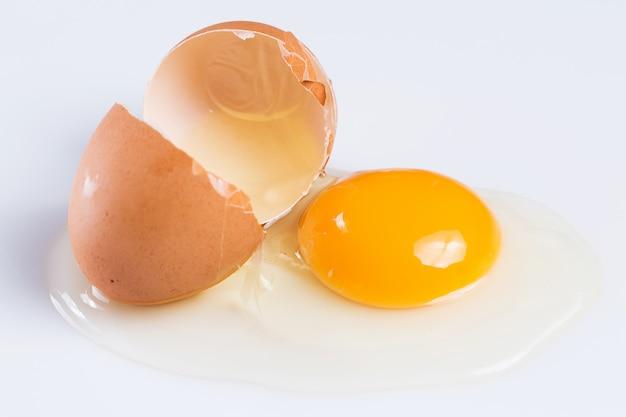 Cracked egg Premium Photo