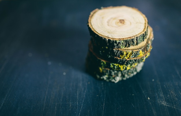 Cracked wooden tree section with rings and texture isolated on dark. wooden round empty cutting board. top view of a tree stump Premium Photo