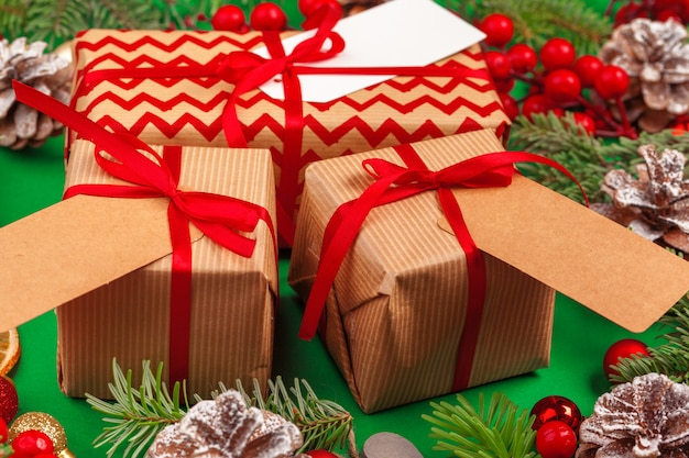 Craft christmas gifts with red ribbons on decorated christmas Premium Photo