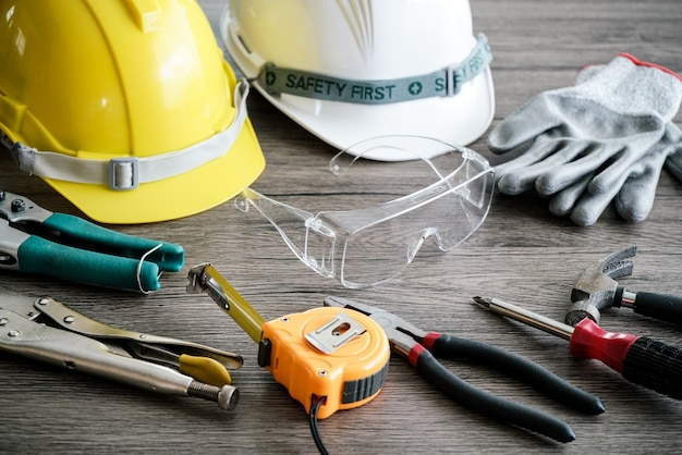 Craftsman tool, for man worker, safety Premium Photo
