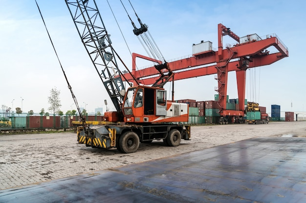 The crane is hoisting containers at the wharf Premium Photo