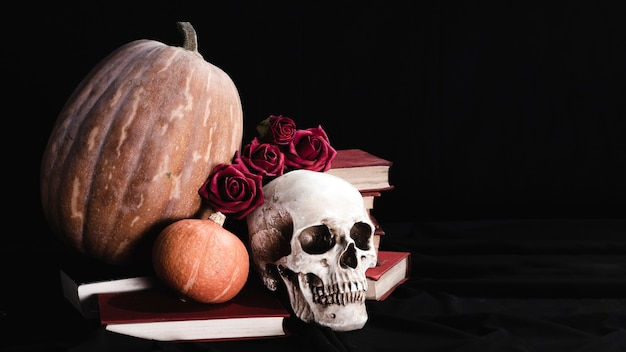 Cranium with roses and pumpkins Free Photo