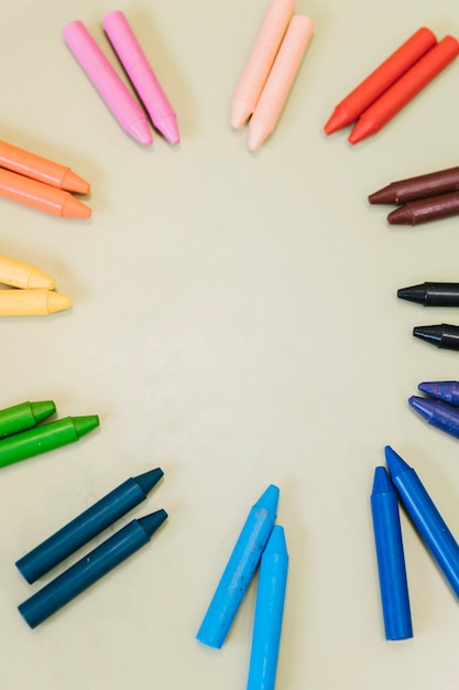 Crayons in circle on light background Free Photo