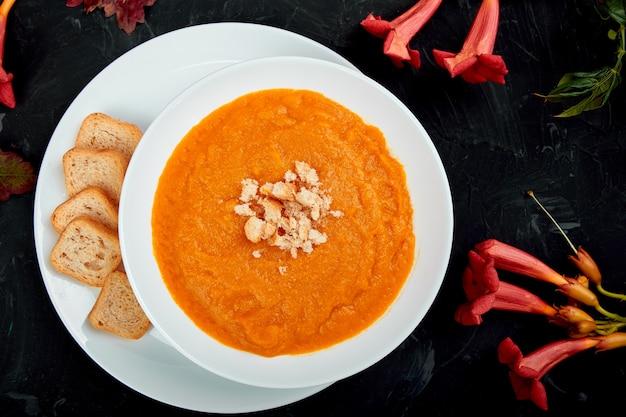Cream of pumpkin soup. thanksgiving day. vegetarian Premium Photo