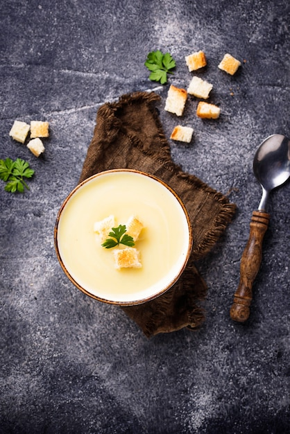 Cream soup with cauliflower and crouton Premium Photo