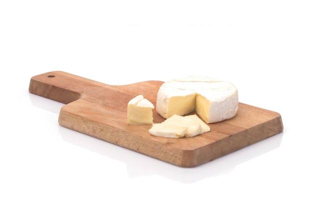 Creamy brie su sfondo in legno rustico, vista dall'alto Foto Gratuite
