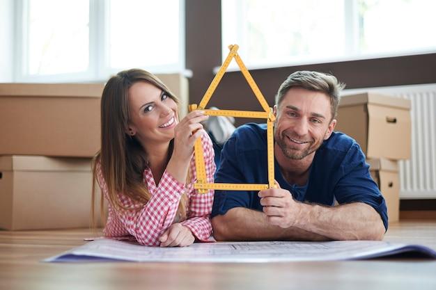 Создайте свой дом с человеком, которого вы любите Бесплатные Фотографии