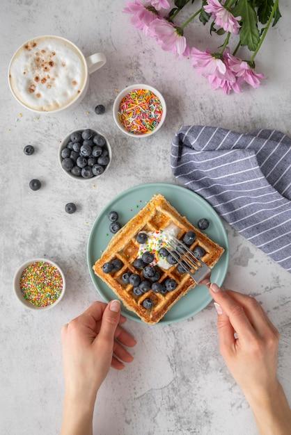창의적인 아침 식사 준비 무료 사진
