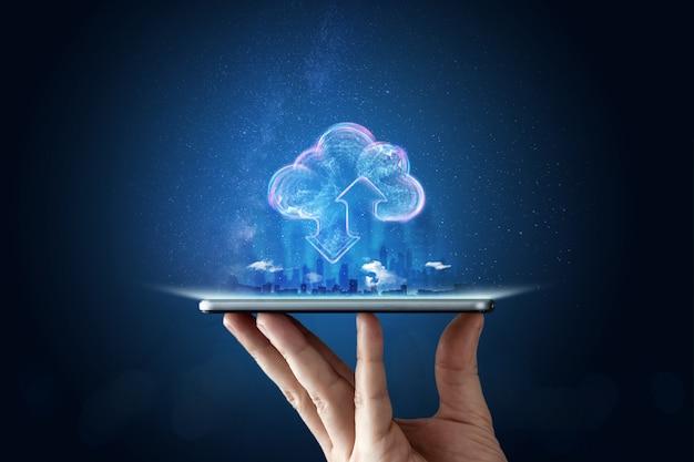 Творческий фон, мужская рука с телефоном Premium Фотографии
