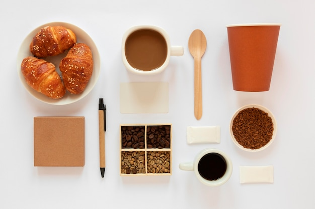 Творческий состав кофейных элементов на белом фоне Бесплатные Фотографии