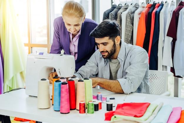 Креативная концепция дизайна одежды Premium Фотографии