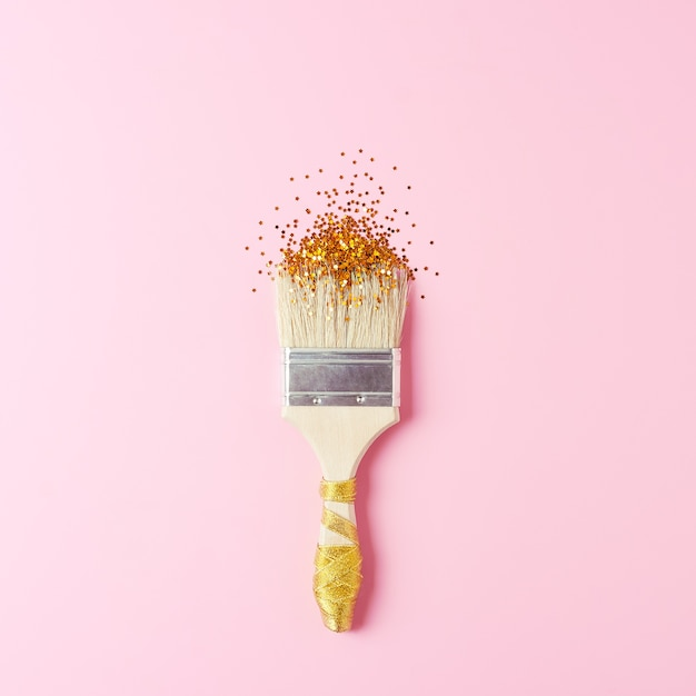 ピンクのペイントブラシと紙吹雪で創造的な休日の背景 Premium写真