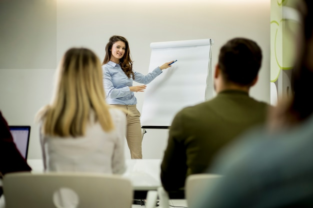 Creative positive female leader talking about business plan with students during workshop Premium Photo
