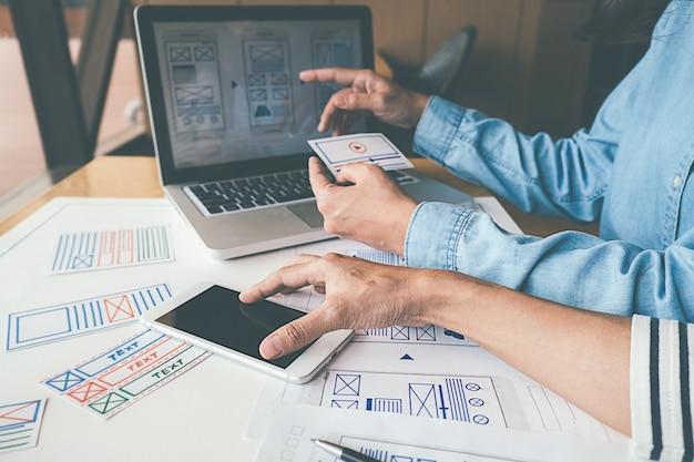 Creative web designerの計画アプリケーションとテンプレートレイアウトの開発 Premium写真